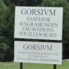 Tablica informacyjna rzymskiego miasta Gorsium z I-IV wieku niedaleko Tác
